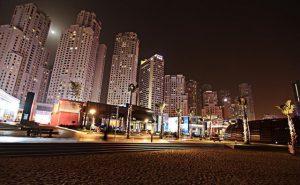 يمتلك فندق روتانا دبي جي بي ار تصميماً مُميّزاً