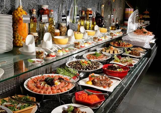 يُعد فندق روتانا تاور دبي افضل الفنادق لكونه يضم العديد من المطاعم التي توفّر مأكولات عديدة