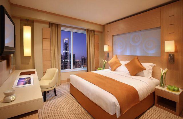 يُعد شارع الشيخ زايد من أولى وجهات السياحة في دبي لذا إليك افضل فنادق شارع زايد دبي
