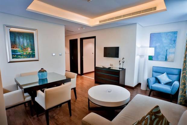 فندق سيجنتشر دبي الامارات
