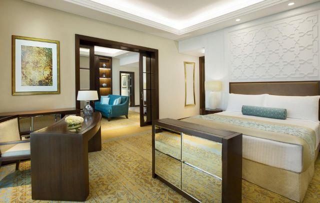 تمتلك سلسلة دبي ريتز كارلتون غرف راقية مُناسبة للعوائل