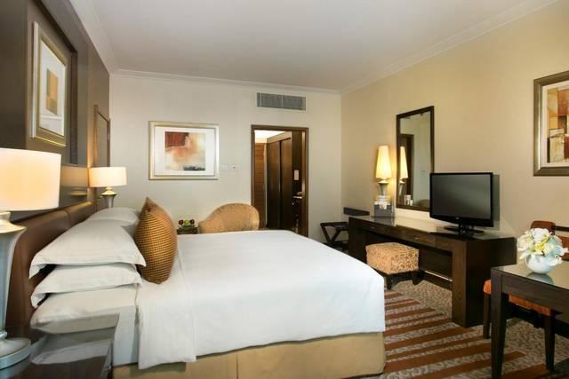 يُقدّم فندق روضة المروج دبي بوفية مُناسب للأطفال ما جعله من افضل الفنادق في دبي للعوائل