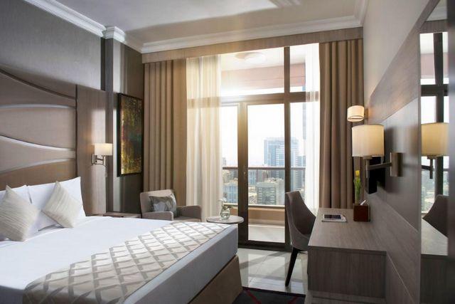 فندق تو سيزونز دبي شارع الشيخ زايد
