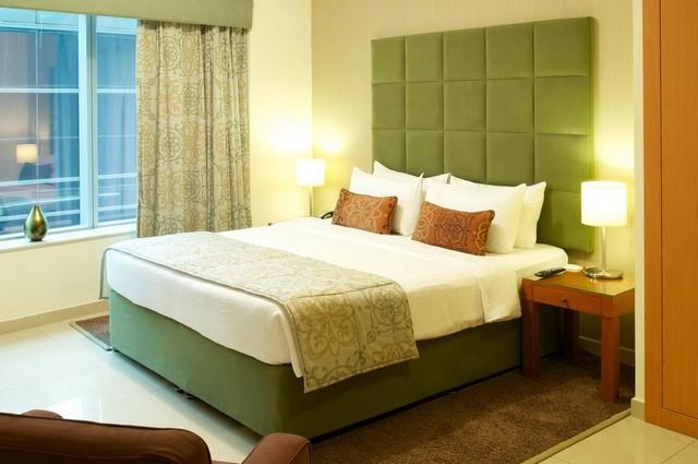 يقدم فندق السلام للشقق الفندقية دبي باقة من الغرف والأجنحة ذات الألوان الزاهية