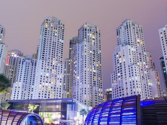 يٌقدّم روتانا جي بي ار إطلالات رائعة على شاطئ جميرا ومعالم دبي.