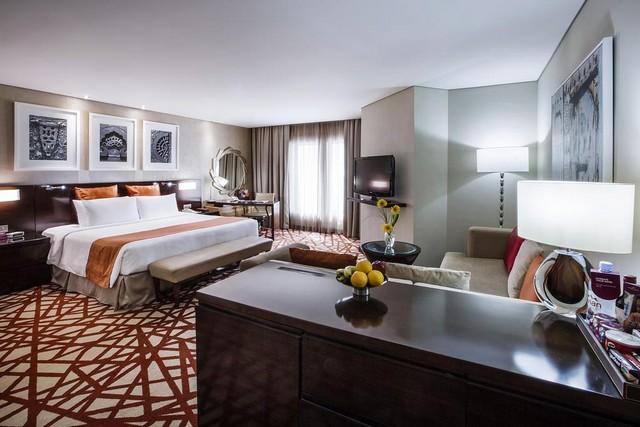 كراون بلازا ديرة أحد أروع فنادق دبي خمس نجوم حيث الموقع الساحر والموظفون المهذبون