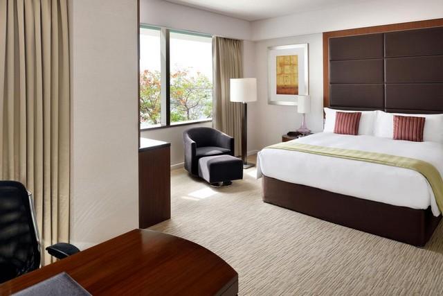 فندق كراون بلازا فيستيفال سيتي دبي يتميز بتوفير أرقى المرافق الحيوية والخدمات الفندقية فهو أحد أجمل فنادق دبي خمس نجوم