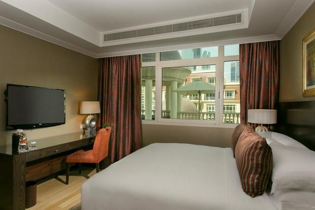 يقع بالقُرب من دبي مول فنادق رائعة من بينها فندق روضة المروج دبي