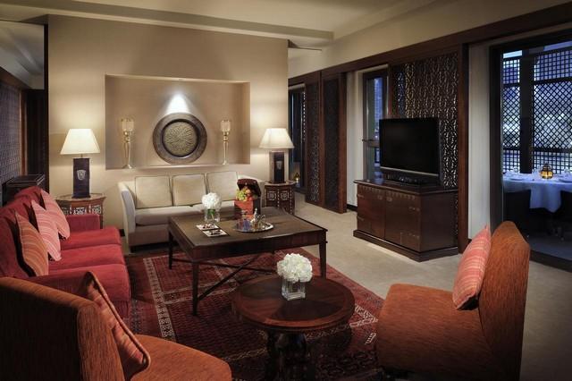 فندق القصر دبي مول من أفضل فنادق مول دبي التي تتميّز بتصميمات راقية للمبنى والغُرف.