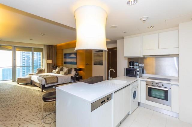 يُقدّم فندق ويستمنستر دبي شقق تُناظر فندق داخل دبي مول