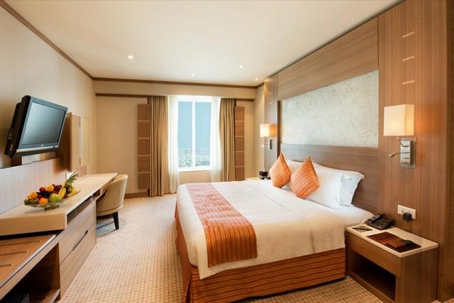 فندق الامارات جراند من أجمل فنادق دبي 4 نجوم شارع الشيخ زايد الذي يعتمد على استقطاب الكثير من الزائرين نظرًأ لما يقدمه من مرافق برّاقة