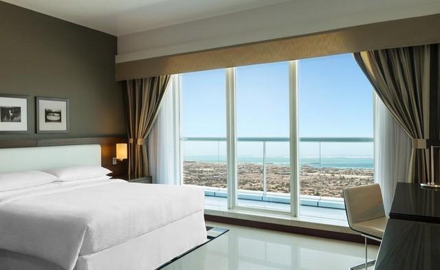 عند الإقامة في فندق فور بوينتس باي شيراتون شارع الشيخ زايد ينبغي أن تعلم أنك ستعيش أحلى أيام حياتك بما يُوّفره من إطلالة مُبهجة ومرافق رائعة.