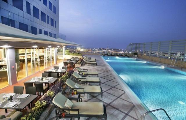 تتعدد المرافق الترفيهية في فندق فريزر سويتس دبي