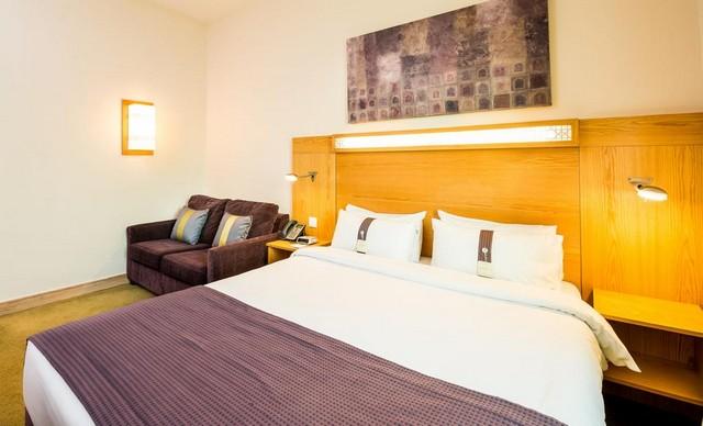 فندق هوليدي ان دبي المطار واحد من أبهى فنادق قريبة من مطار دبي الدولي