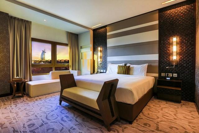 فندق متروبوليتان دبي يتميّز بكونه من أحلى فنادق دبي 4 نجوم شارع الشيخ زايد حيث الأنشطة الترفيهية.