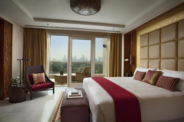 يتمتع فندق رافلز دبي بالاهتمام بتوفير نُخبة من الخدمات الفندقية لذل هو من أفضل فنادق دبي خمس نجوم
