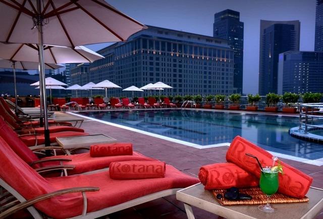 يُمكن الاستمتاع بنزول المسبح الرائع في فندق ريحان روتانا دبي