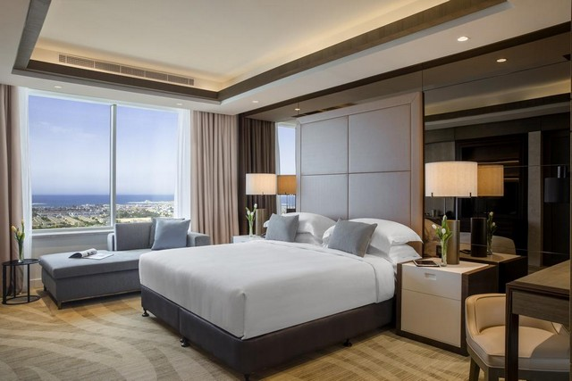 يُقدّم فندق تاورز روتانا دبي مجموعة رائعة من الخدمات الراقية والمرافق الممتعة ما يجعله مُميّزاً بين فنادق دبي 4 نجوم شارع الشيخ زايد