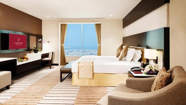 فندق كارلتون دونتون هوتيل أحد أبهى فنادق دبي 4 نجوم شارع الشيخ زايد الذي يتمتّع بالعديد من الخدمات الفندقية المُتميّزة.