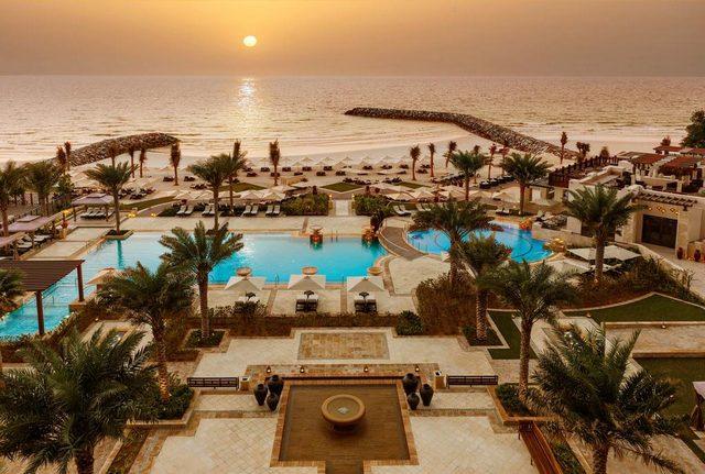 واحدة من الخيارات التي تطالعنا في رحلة البحث عن شاليهات عجمان على البحر هي فندق سراي عجمان