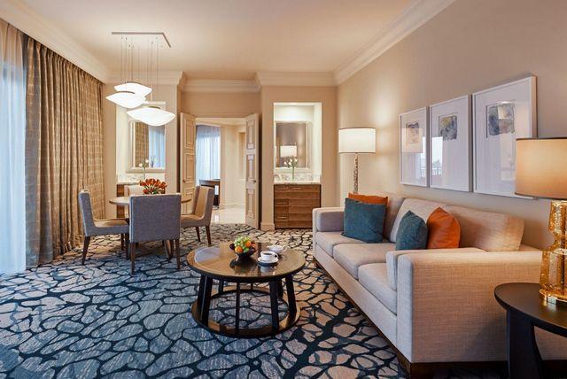 يوفر فندق اطلنطس دبي مناطق جلوس راقية
