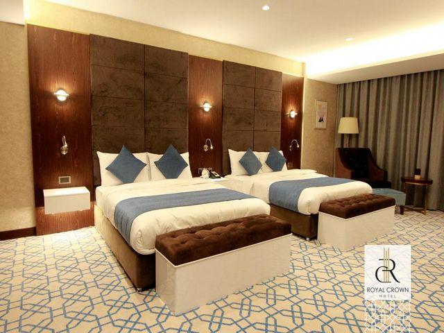 يشتهر فندق رويال كراون بغرفه الواسعة