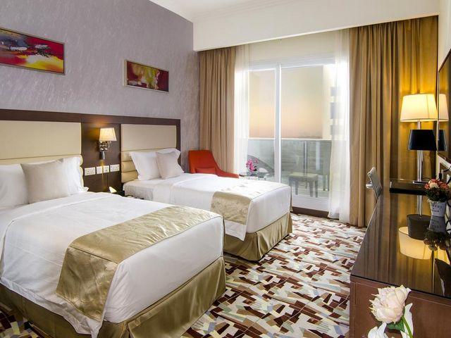 تتسم مُعظم الغرف في فنادق في بوشر عمان بألوانها الزاهية