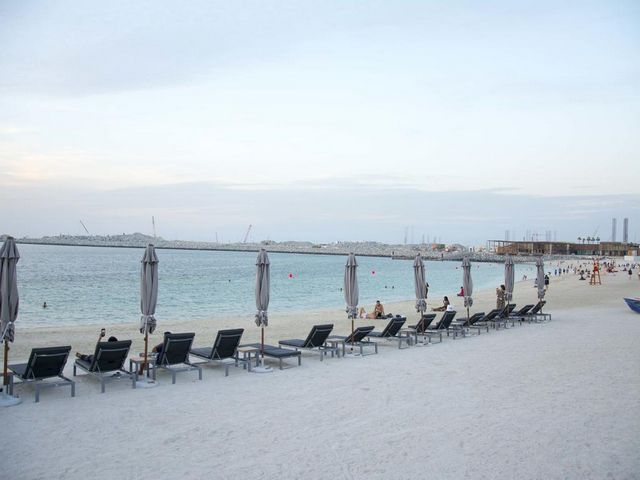 يقع الشاطئ للشقق الفندقية على مقربة شديدة من شاطئ لامير المفتوح