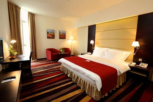 يُوفّر فندق نهال غُرف بمساحات جيّدة مع أنشطة مُتنوّعة ومرافق