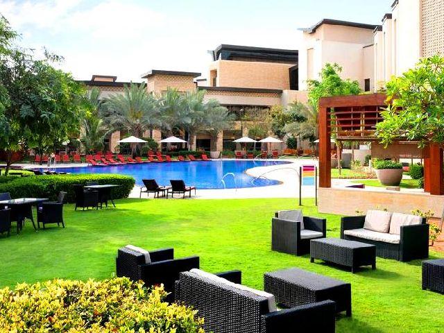 الإقامة في افضل فندق في ابوظبي للشباب توفر عدة غرف وأجنحة بمساحاتٍ متنوعة
