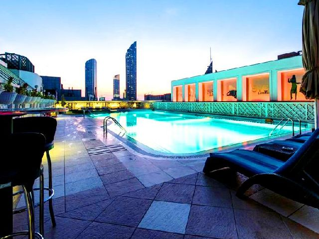توفر عدة فنادق شبابية في ابوظبي مساخات إقامة متنوعة ومخدماتٍ مميزة، مع مرافق ترفيهية