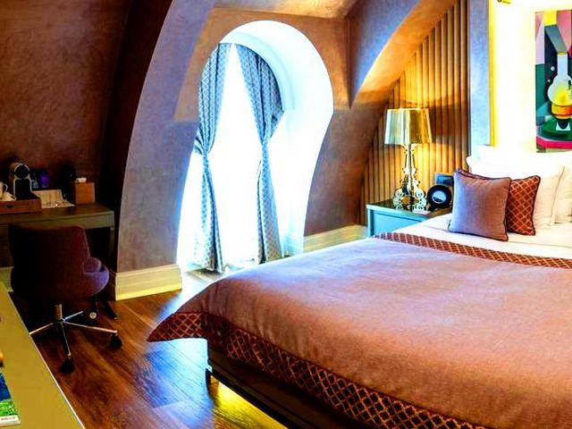 توفر الإقامة في احسن فندق في باكو العديد من المزايا، أهمها قرب الموقع من الخدمات ومعالم السياحة في باكو البارزة