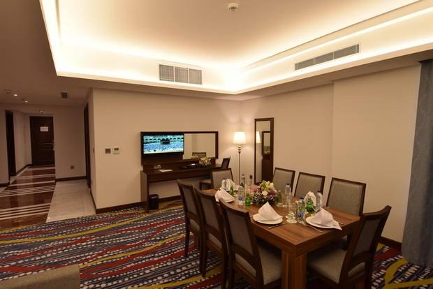 فندق روف من أفضل فنادق التحلية جدة يوفر غرف فسيحة وإطلالة مميزة.