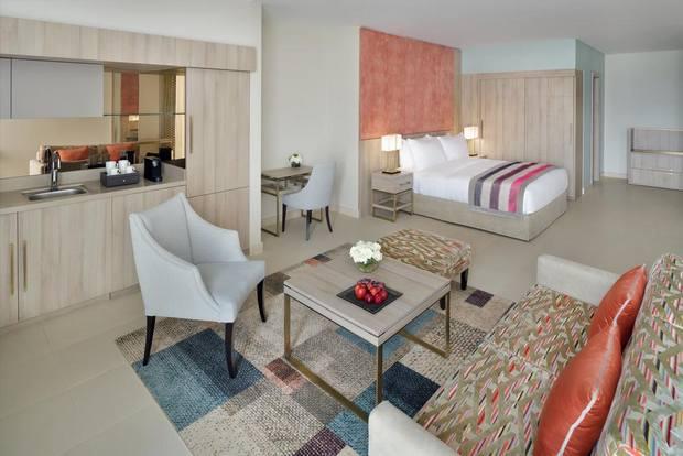 فنادق التحلية جدة متعددة ولكن فندق موفنبيك أحد أفضل الخيارات من ناحية الخدمة والرفاهية.