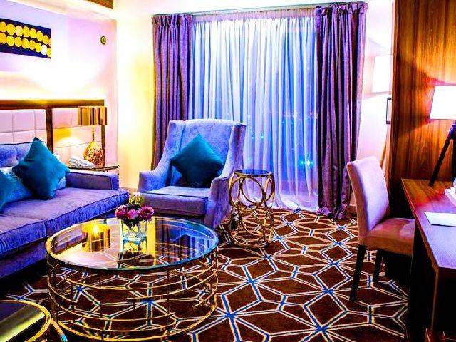 يوفر افضل فندق في مكه أجنحة خاصة بالعرسان وخدماتٍ تناسب يالاحتفاء بيومهم السعيد