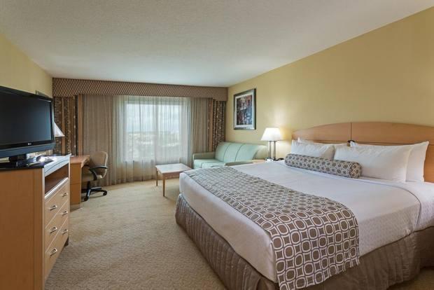 من افضل فنادق اورلاندو يُوفّر مرافق عناية بالصحة متنوعة