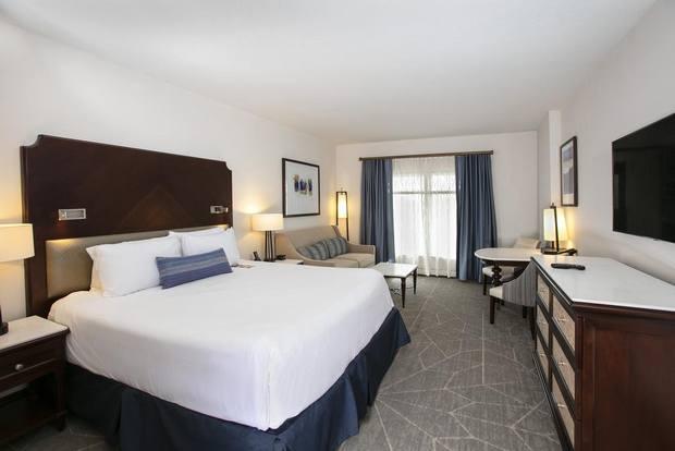 من افضل الفنادق في اورلاندو يوفر إطلالة ساحرة على بُحيرة أورلاندو