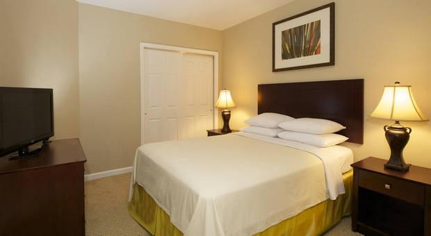 افضل فندق في اورلاندو يوفر إطلالة ساحرة ومكتب جولات سياحية