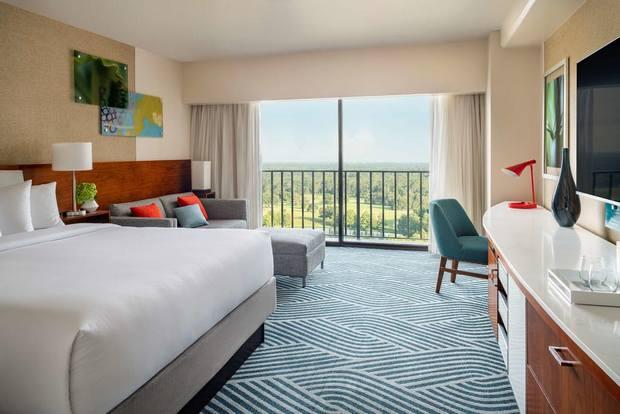 افضل فندق في اورلاندو يوفر إطلالة ساحرة على أفق المدينة والمساحات الخضراء