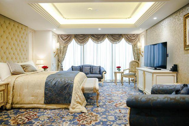 إن فندق كراون بلازا من افضل فنادق الكويت بفضل تقديمه غرف فاخرة