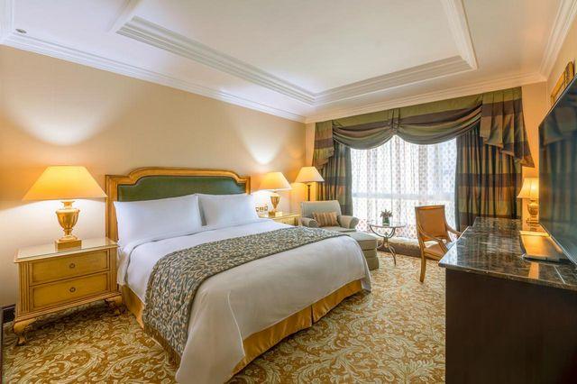 فندق جي دبليو ماريوت الكويت أحد أفخم و افضل فنادق الكويت حيث يحتوي على غُرف بمساحات واسعة