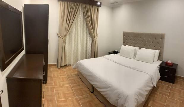 يعد فندق فيرا هاوس من الفنادق التي توفر أسعار جيدة عند حجز فنادق الكويت بنيد القار