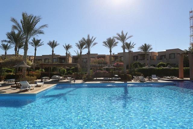 يُعد منتجع تمرة بيتش من افضل فنادق 4 نجوم شرم الشيخ التي تقع في خليج نبق.