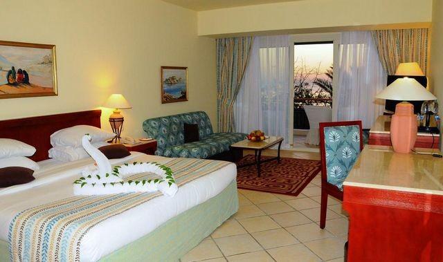 منتجع هيلتون شرم الشيخ الشلالات من افضل الفنادق التي تجمع بين الأسعار المُناسبة والأنشطة الرائعة.