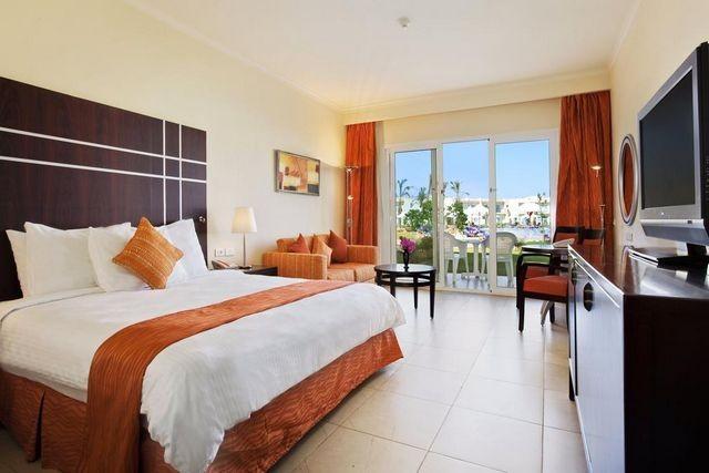 فندق هيلتون خليج القرش يُعد من افضل فنادق هيلتون شرم الشيخ من حيث الإطلالات والمرافق.