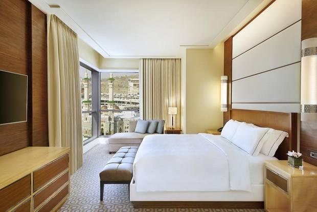 فندق كونراد من أجمل فنادق مطلة على الحرم يقدم مستوى خدمة رائع
