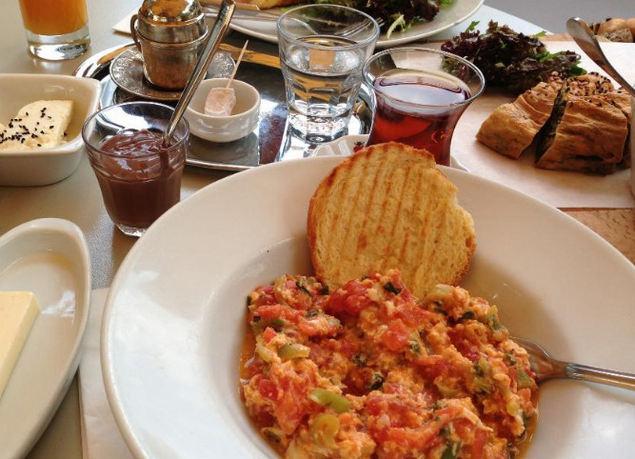 وجبات إفطار لذيذة في مقهى عشق اسطنبول