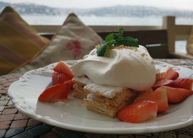 إطلالة مُميزة خلال تناول الطعام في كافيه عشق في اسطنبول