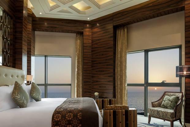فندق سوفتيل الكورنيش يقدم إطلالة بانورامية على البحر ومن أفضل فنادق جدة خمس نجوم على البحر