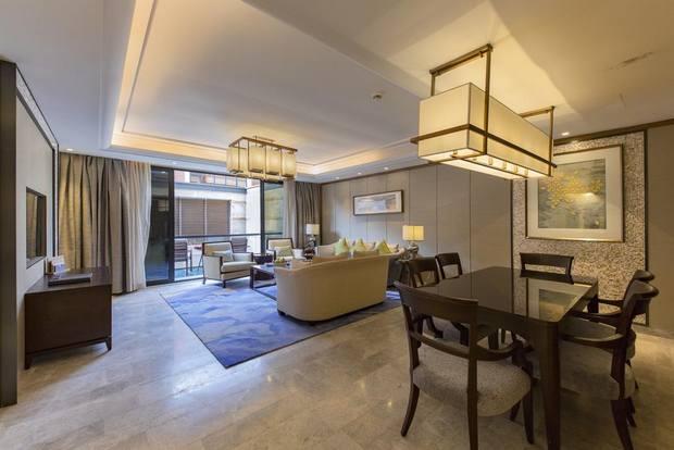 فندق نارسس يتميز بغرف فسيحة متصلة وبمنطقة شاطئية خاصة، ومن أفضل فناق جدة على البحر